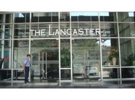 Công trình sàn nhựa hèm khóa tại Lancaster Hotel