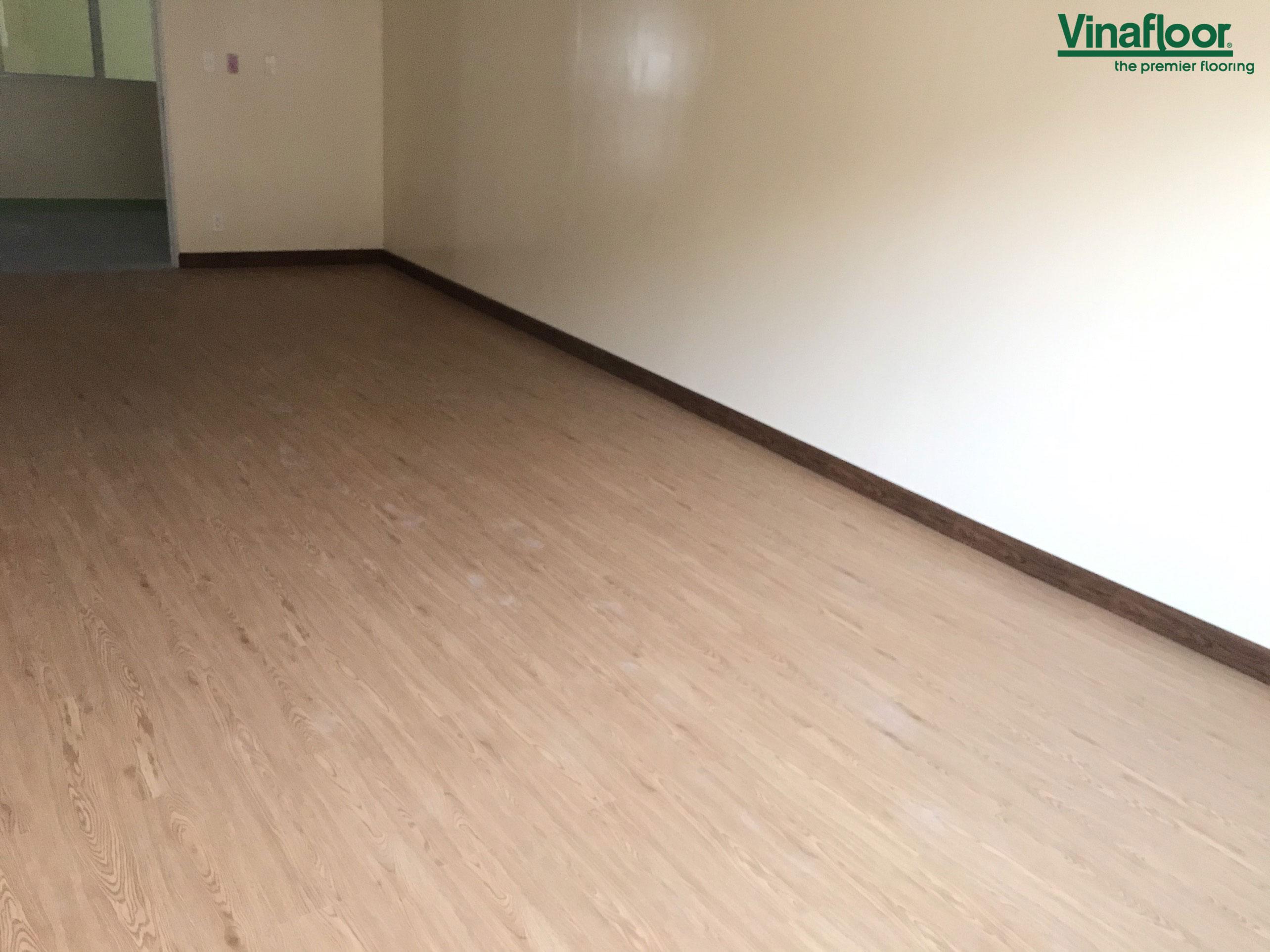 Sàn nhựa giả gỗ dlw1008 Chuburiba Long Hậu