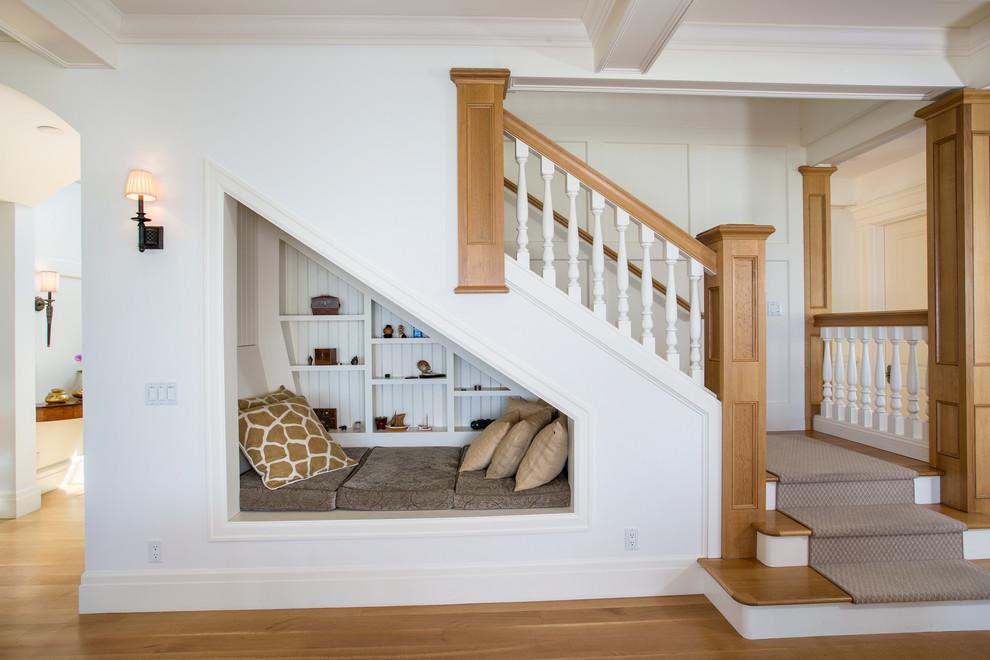 Sử dụng sàn nhựa giả gỗ ốp lát cầu thang lối đi lại