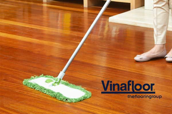 Phương pháp làm sạch sàn nhựa giả gỗ ngoài trời 1