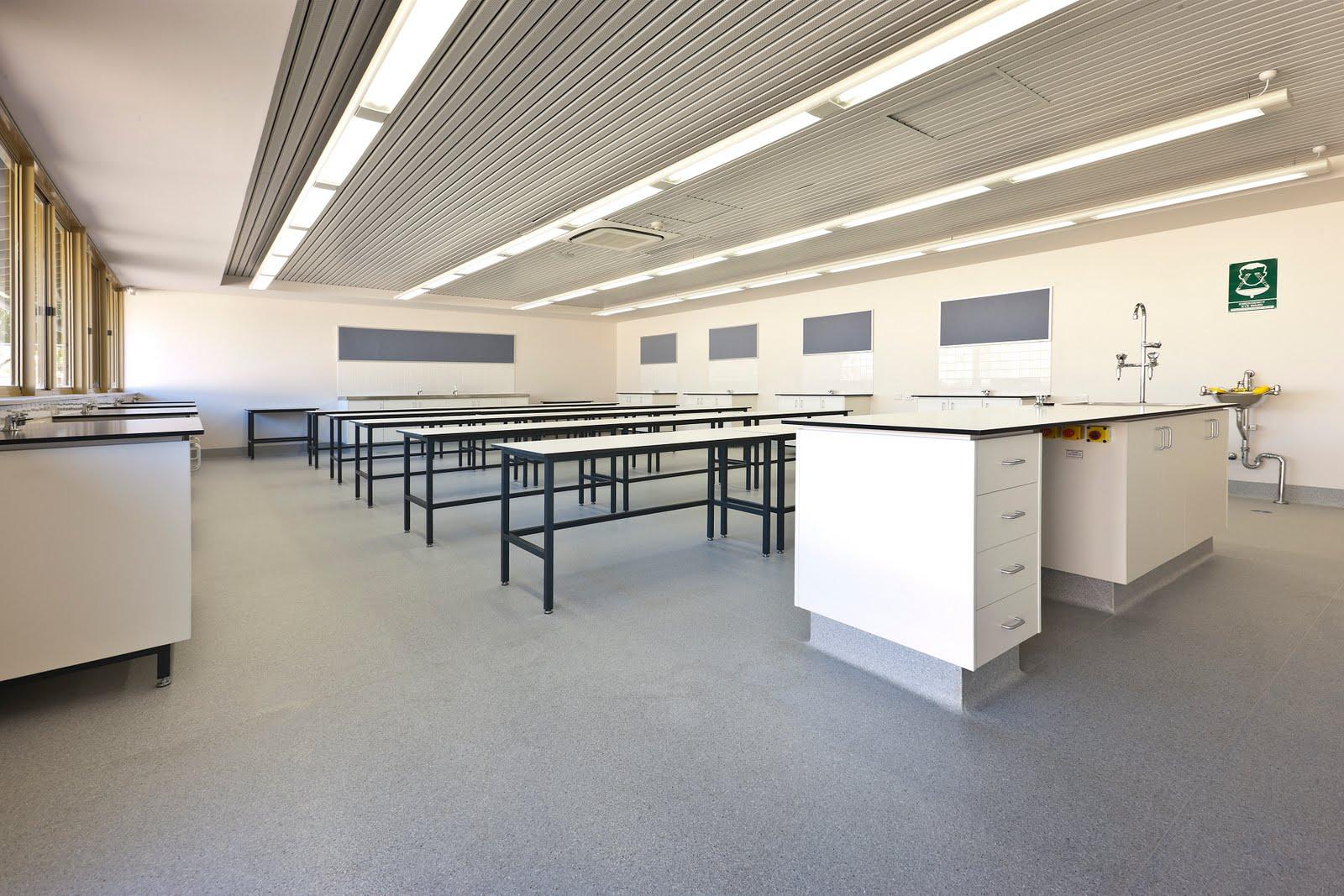 Sàn vinyl Armstrong có khả năng kháng khuẩn và chống tĩnh điện tốt